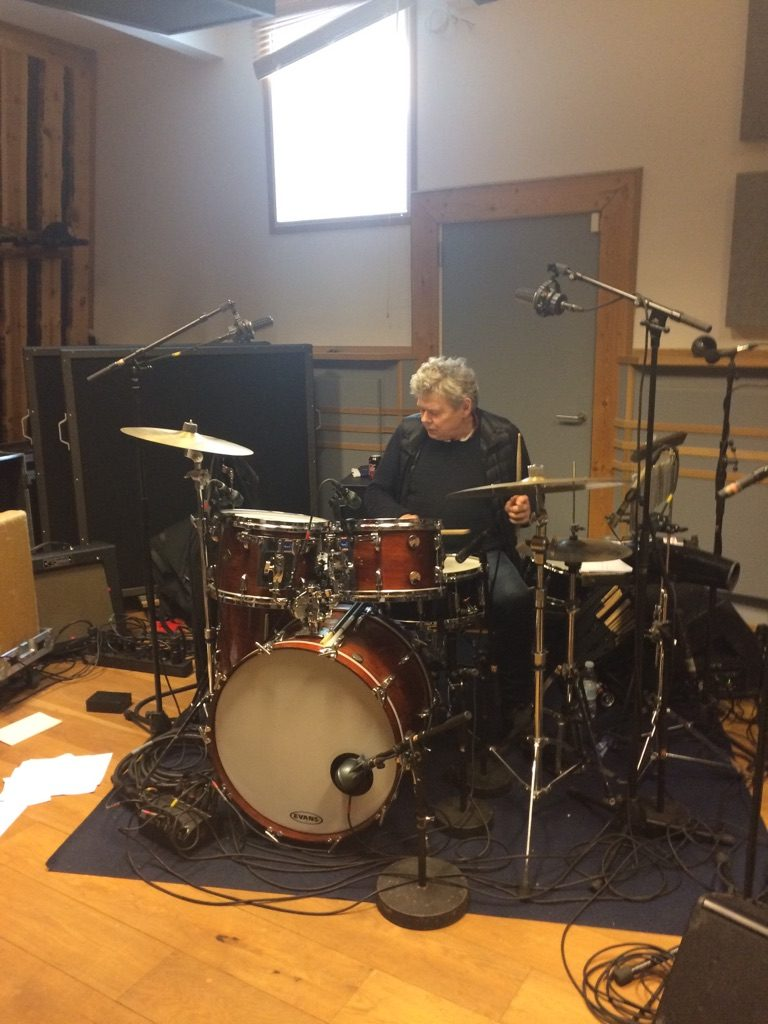 Gert Smedegaard at a drum set trying B-stick drum sticks